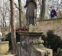 naši komentovanou vycházku končíme u sochy sv. Jana Nepomuckého